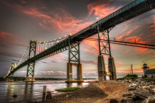 bridge sunset bristol newengland historic rhodeisland portsmouth suspensionbridge sen fireinthesky narragansettbay nationalregisterofhistoricplaces twolane mounthopebridge