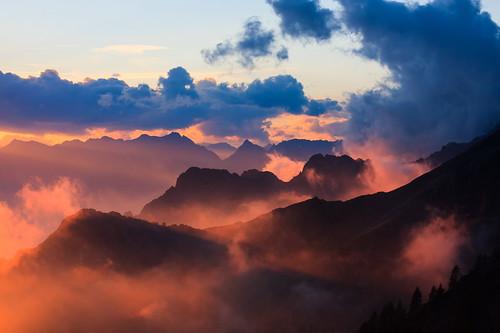 light sunset cloud mountain alps clouds landscape tramonto nuvole day colours nuvola cloudy hiking valle shelter colori alpi montagna luce refuge rifugio chiavenna sempione escursionismo codera ratti bivacco novate bivac mezzola casoratesempione verceia ladrogno casorate