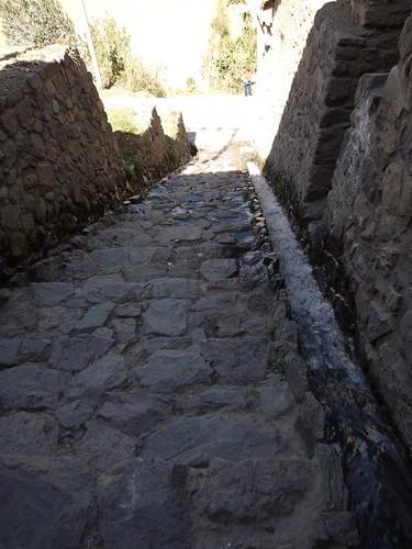 水路と階段 | by lulun & kame