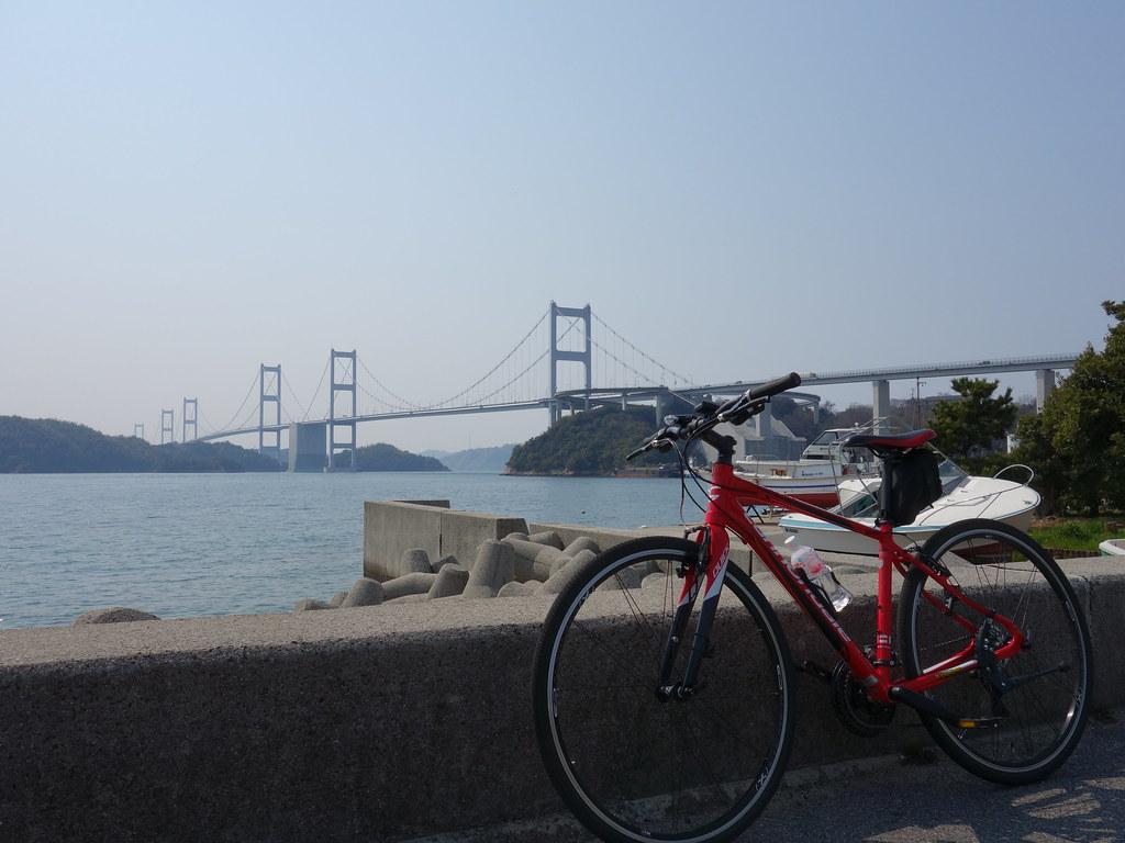 来島海峡大橋と記念撮影