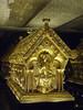 Relikviář sv. Maura – čelní strana, sv. Maur s mečem a modelem kostela v rukách, foto: fototéka NPÚ – fotografie relikviáře poskytla správa státního hradu a zámku Bečov