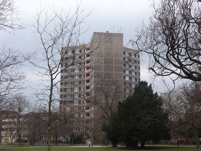 1969/72 Dessau Y-Hochhaus in Gleitkernbauweise 14Et. 92WE von Gerhard Plahnert/Gottfried Rudowsky/Wulf Brandstädter Willy-Lohmann-Straße 26 in 06844