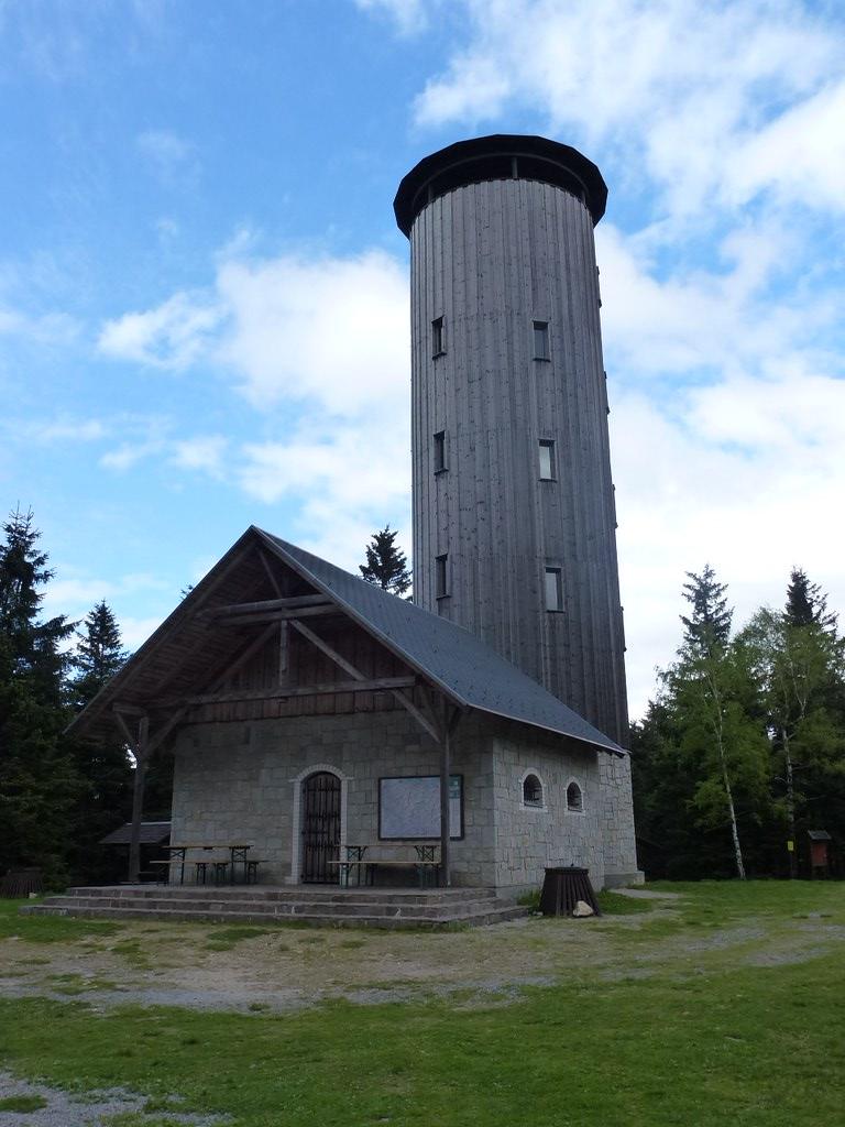 Wieża na Borówkowej (900 m)