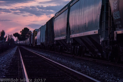 california norcal yubacounty marysville sunset tracks railcars pink levee