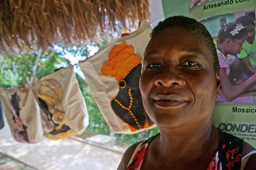 Craftswoman Elizabete Gonçalves Soares shows her handiwork   by World Bank Photo Collection