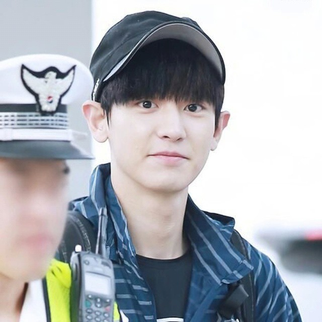 Chanyeol at Brunnei airport | Law of the jungle filming