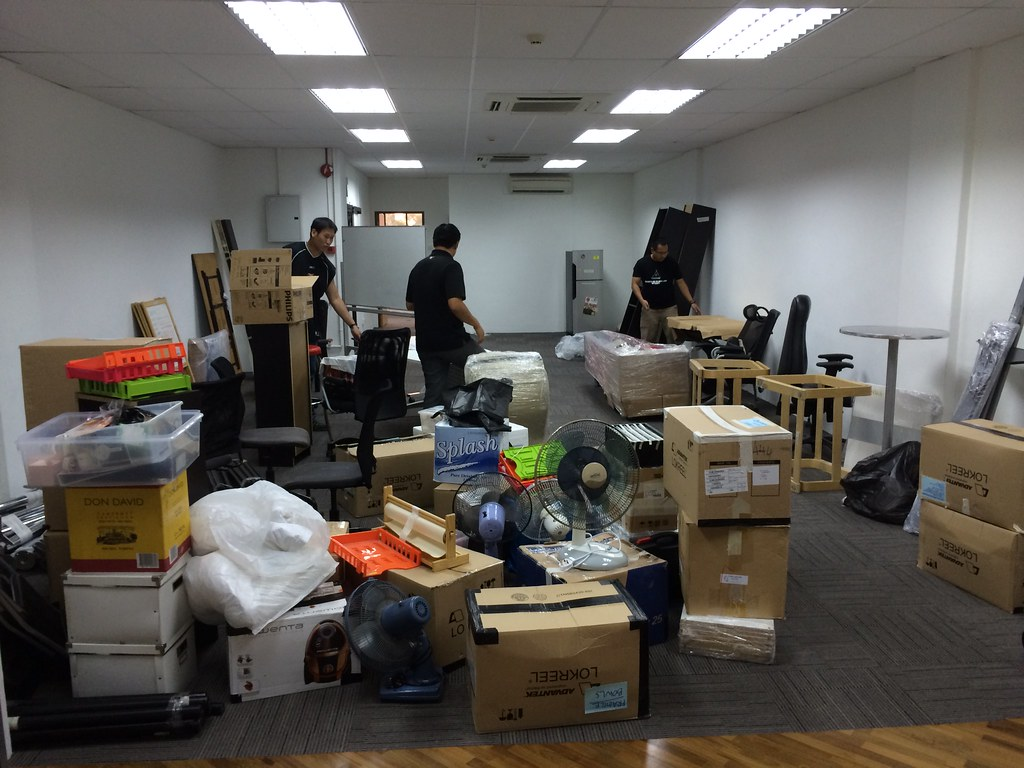 Unpacking in the new Hacker space!