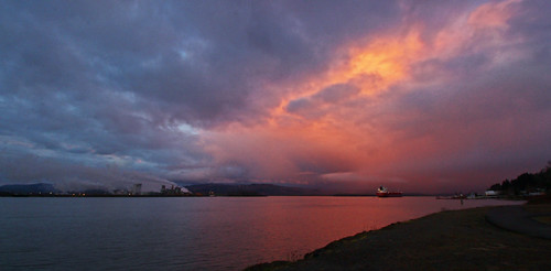 clouds columbiariver waterfront oregon nature rainieroregon reflections