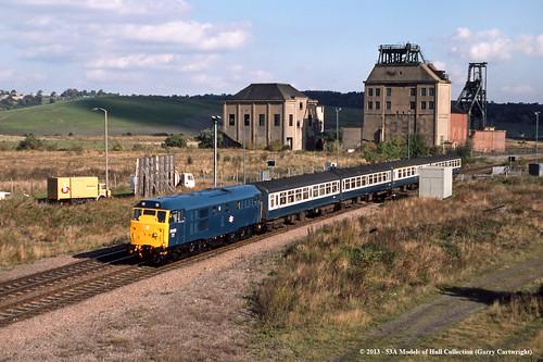 train diesel railway britishrail southyorkshire passengertrain class31 denaby 31452