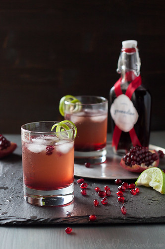 Pomegranate Ginger Fizz Cocktail (can be made alcohol-free, too) - this would be perfect for the holidays!   by WillCookForFriends