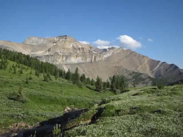 1571 Video panorama of Hidden Lake with Mount Richardson, Pika Peak, and Ptarmigan Peak