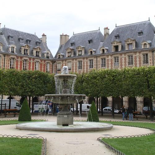Fontaine à la place   by Ricky Leong