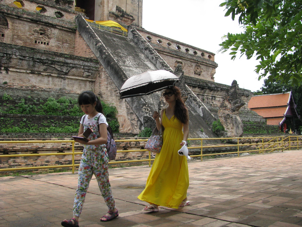 Chinese tourist lady with umbrella in Thailand | Chinese Tourists | Flickr