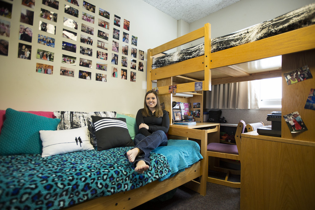 Eiu Kelly Pembrook In Her Dorm In Taylor Hall On The Campu Flickr