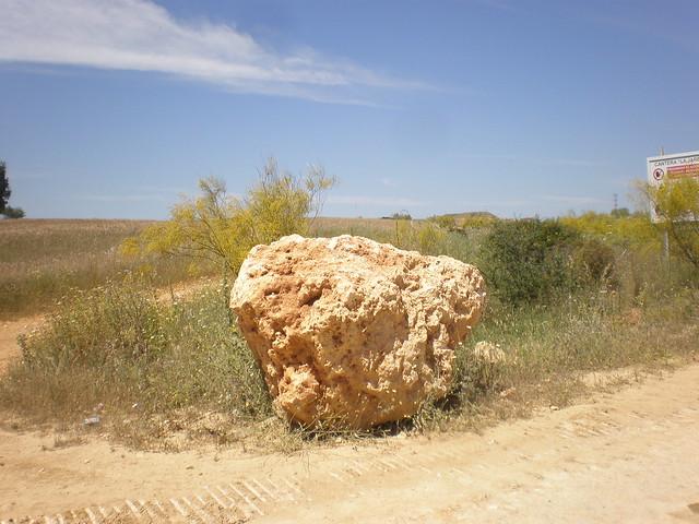 Piedra caliza en la cantera de la Jareta, Niebla, Huelva, España