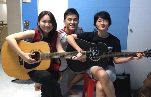 Beginner guitar lessons Singapore Sylvia Eleanor
