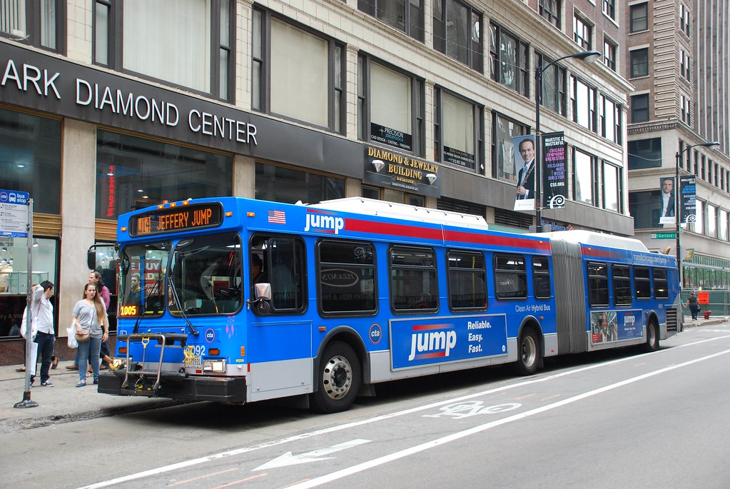 CTA Bus | New Flyer DE60LF bus in downtown Chicago  | So Cal Metro