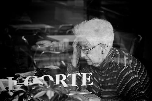 reading the newspaper | by Nicolas Alejandro Street Photography