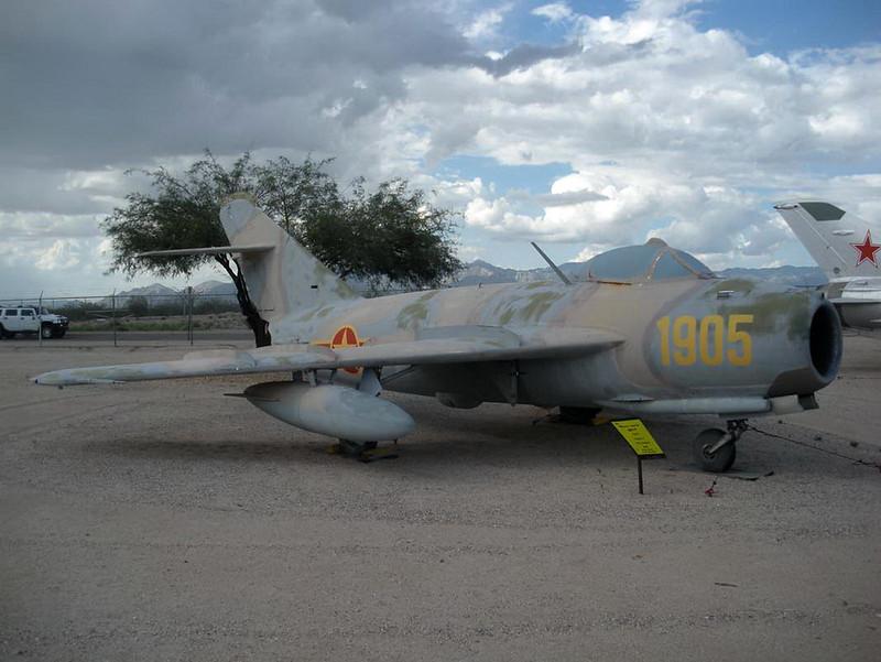 MiG-17F (2)
