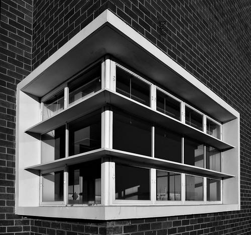 bw window architecture mono nikon australia melbourne monotone victoria sunshade vic 1956 essendon sunshades building40 essendonairport percyeverett d5100 nikond5100 phunnyfotos everettcentre