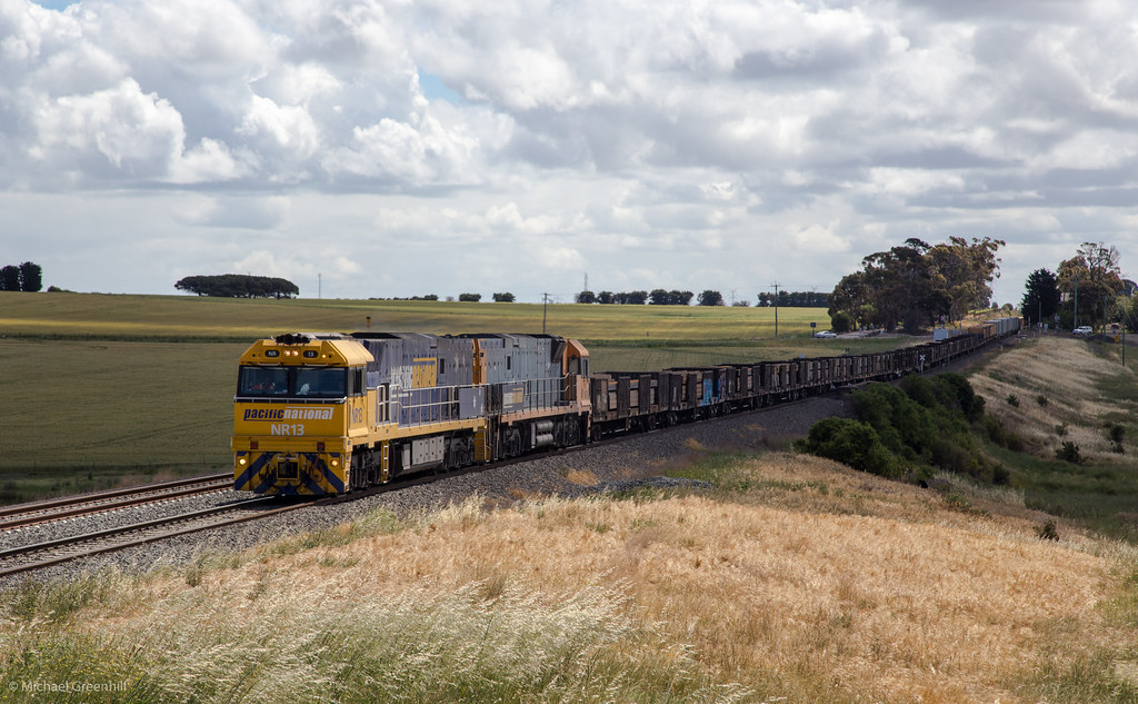 NR13 at Bell Post Hill by michaelgreenhill