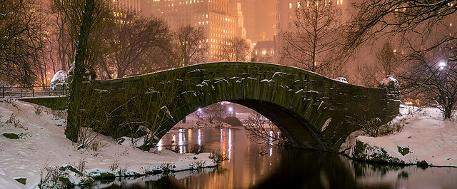 Christmas in the City, Central Park, Gapstow Bridge, New York.