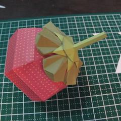 วิธีการทำโมเดลกระดาษเป็นสตอเบอรี่สีแดง 016
