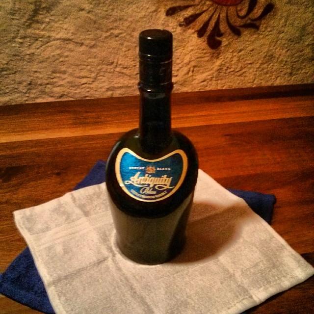 Nr  2 Antiquity Blue Ultra Premium Whisky aus Indien, wird
