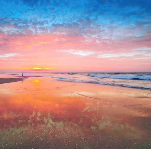 ocean california sunset reflection beach nikon waves explore huntingtonbeach hb sunet explored littlepeoplebigworld d7000 meeyak pwpartlycloudy