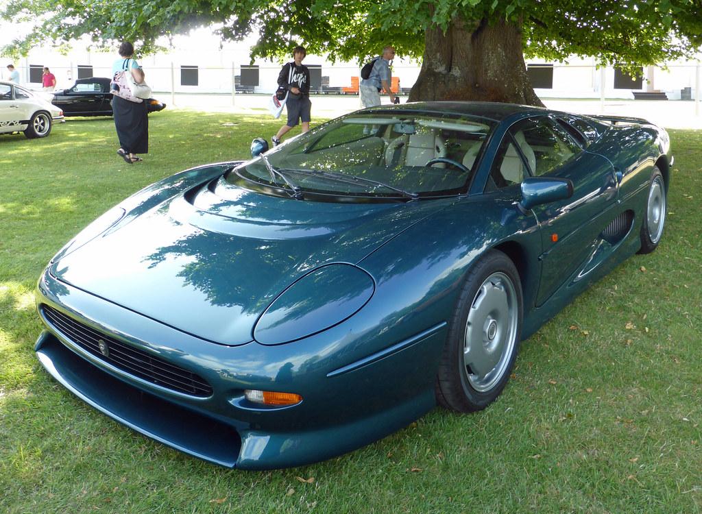 1992 Jaguar XJ220   The Jaguar XJ220 stole the show when unv…   Flickr