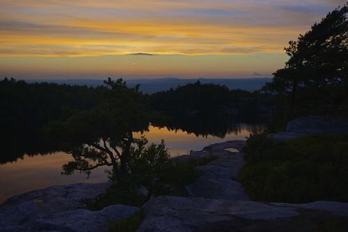trees sunset usa lake ny water day cliffs rochester gunks lakeminnewaska ulstercounty kerhonkson shawangunkridge minnewaskastateparkpreserve shawangunkconglomerate pwpartlycloudy