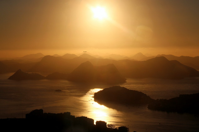 Avião no Nascer do Sol - Rio de Janeiro