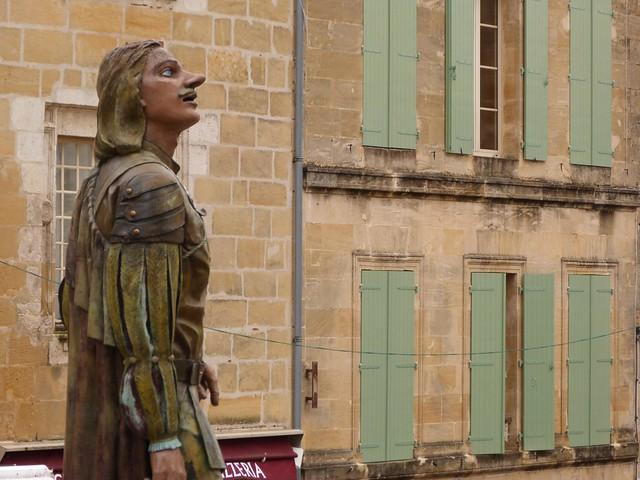 Estatua de Cyrano de Bergerac en Bergerac (Périgord, Francia)