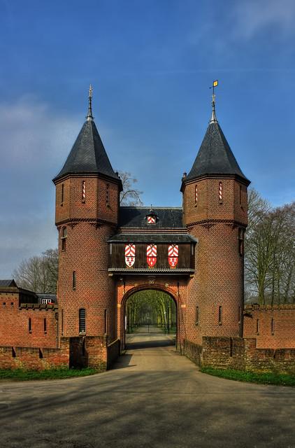Haarzuilens NL - Kasteel de Haar Gate 01