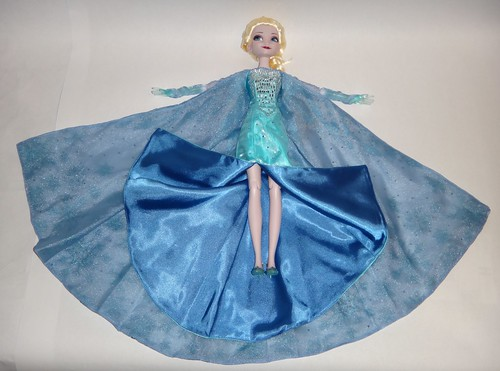 Singing Elsa 17 Doll Dressed In Le 100 Elsa S Outfit L