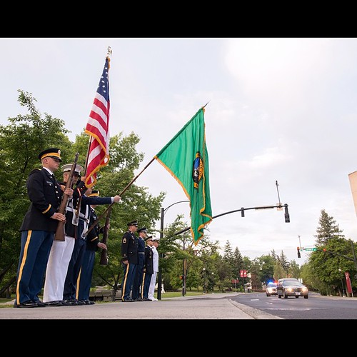 #WSU ROTC honor guard at attention as President Floyd is driven through the @wsupullman campus one last time. #IHeartEFlo #GoCougs