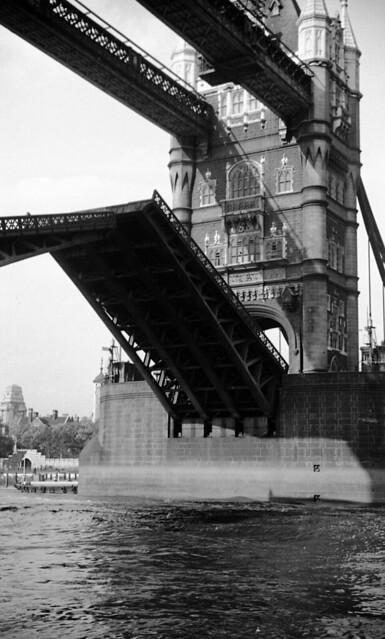 England 1938, London, Thames Tower Bridge 17-031
