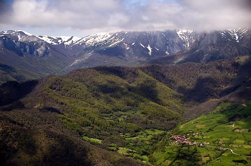 Siglo XXI d.c., toda Cantabria está ocupada por los romanos… ¿Toda? ¡No!, ... | by Chema Concellón