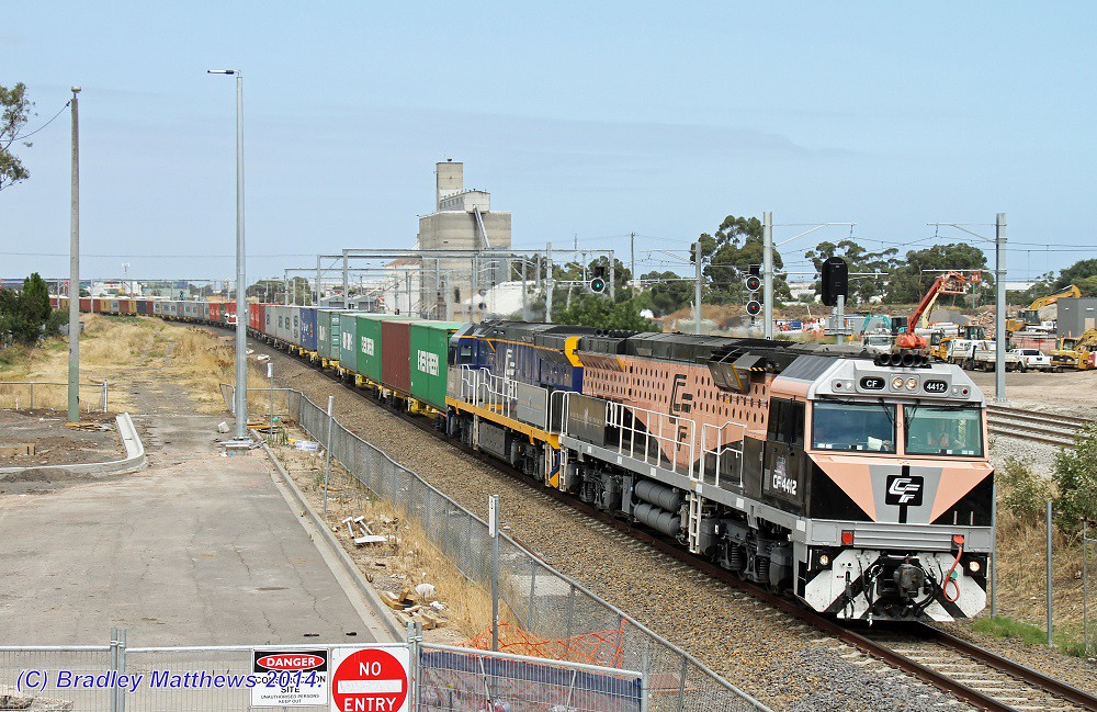 CF4412 (Black Caviar)-CF4411 with 1MC1 QUBE freight to Harefield/Junee at Sunshine (19/1/2014) by Bradley Matthews