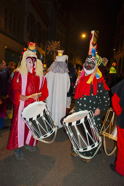 Waiting for the Carnival. Basler Fasnacht 2014, Morgestreich. No. 4508.