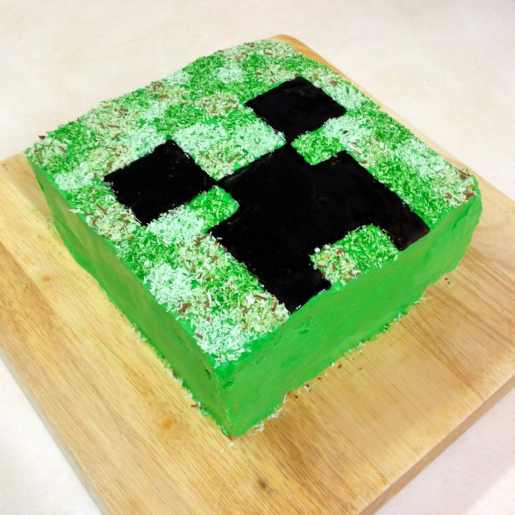 Groovy Minecraft Creeper Cake Another View Of The Minecraft Creep Flickr Personalised Birthday Cards Paralily Jamesorg