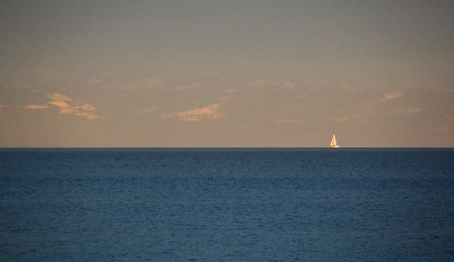 Die Lappen hoch,wir wollen sailen,hol an die Schot,ohe. Sind viele tausend Meilen zu segeln übern Bodensee!