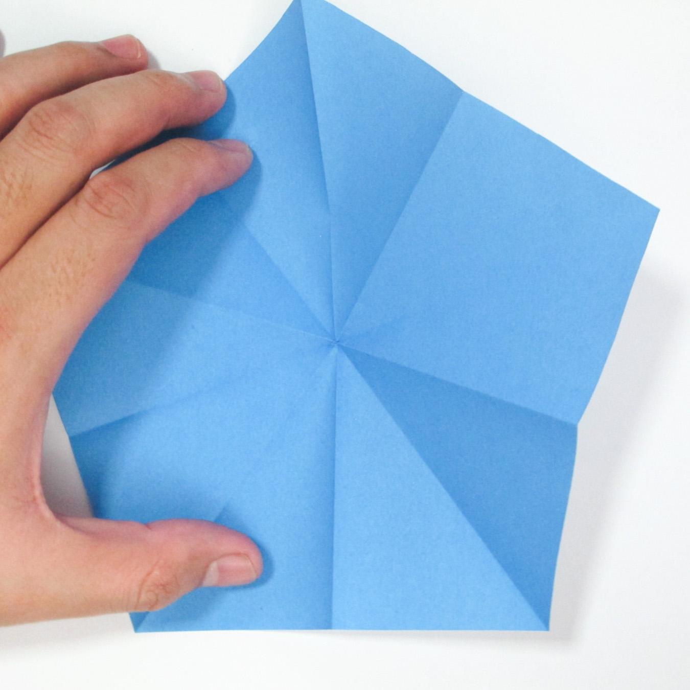 วิธีการตัดกระดาษเป็นห้าเหลี่ยมจากกระดาษสี่เหลี่ยมจตุรัส 001