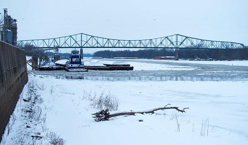 bridge winter cold ice car illinois tugboat barge riverbeardstown
