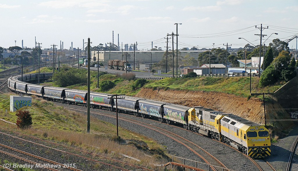 RL309-GML10 with 7738 down empty Qube SG grain from Geelong Grain Loop to Anakie Loop for runaround near Nth Geelong (11/6/2015) by Bradley Matthews