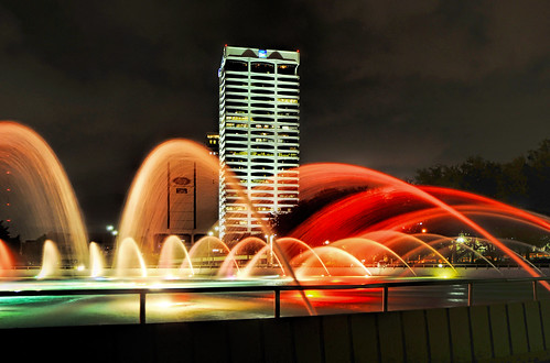 gulf life center building downtown urban kbj architects welton becket associates wachovia southtrust the insurance company tower core plus outrigger commercial office exposed structure modernism precast concrete 1301 riverplace boulevard architecture complex highrise skyscraper outdoor jacksonville florida usa weltonbecketandassociates longexposure fountain kbjarchitects 1301riverplaceboulevard riverplacetower lingerfeltcommonwealthpartners midcenturymodern structuralexpressionism weltonbecket capitalpartners built1967 floors28 height432ft132m theauchtercompany southtrustbuilding southbank southjacksonville