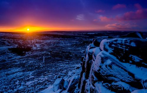 higgertor derbyshire peakdistrict snow sunrise dawn cold winter burbageedge