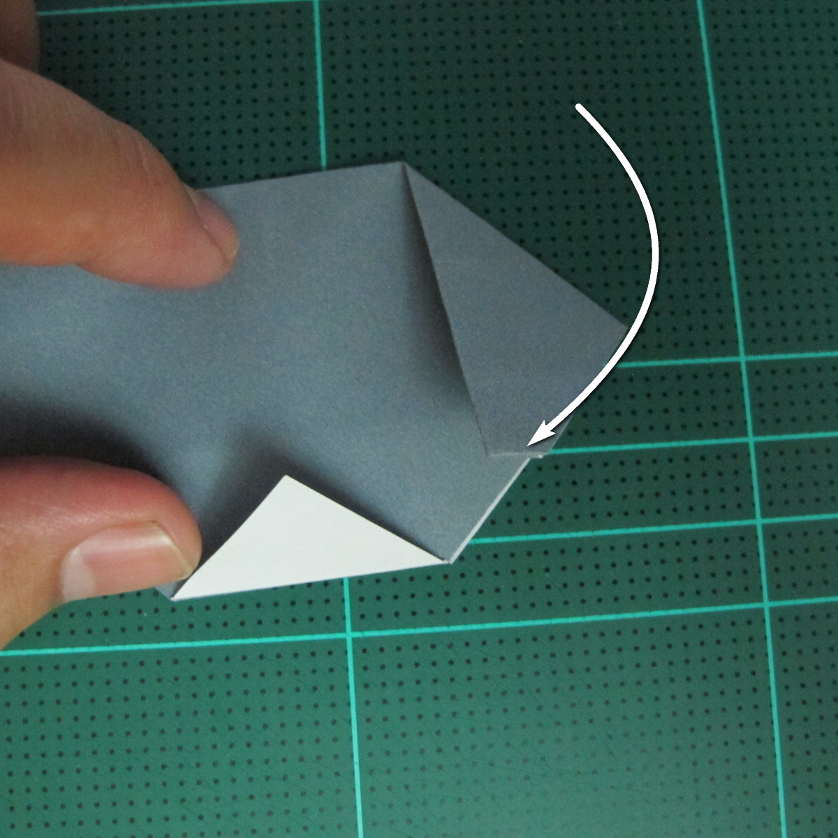 วิธีพับกระดาษเป็นรูปลูกสุนัข (แบบใช้กระดาษสองแผ่น) (Origami Dog) 020