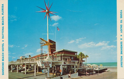 sunshinebeach motel sputnik vintage daytonabeach florida postcard poolsign coveredparking peopleinfront palmtrees americanflag oceanview