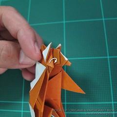 วิธีพับกระดาษเป็นรูปหมี (Origami Bear) 039